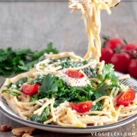 Try this delicious creamy vegan pasta sauce! With only 4 ingredients, and a walnut base instead of the usual cashew base, it's budget friendly and super simple. #veggielexi #veganrecipes #pasta #vegandinner - by Veggie Lexi